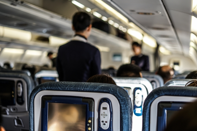 飛行機で耳が痛くなったりこもらないための予防法